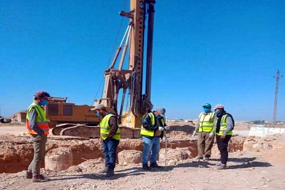 أعمال تنفيذ مشروع تطوير وتوسعة الطريق المؤدى إلى مدينة برج العرب الجديدة من طريق الكافورى مع استمرار اتخاذ إجراءات الوقاية ضد فيروس كورونا