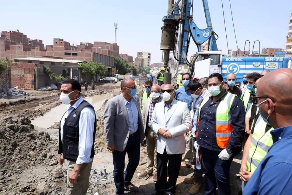 وزير النقل يتفقد أعمال تنفيذ قطاع شركة النيل العامة لإنشاء الطرق بمشروع تطوير وصيانة الطريق الدائري حول القاهرة الكبرى وكان فى استقباله اللواء عادل ترك