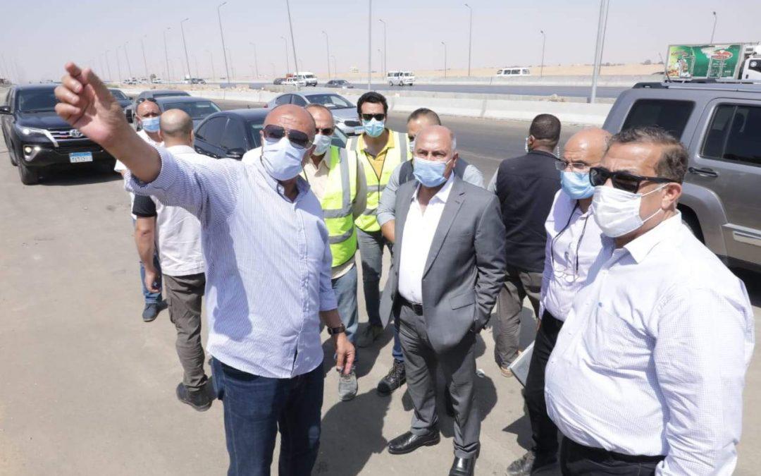 وزير النقل يتفقد إعمال إنشاء سور مطار القاهرة الدولى.. تنفذه شركة النيل العامة لإنشاء الطرق